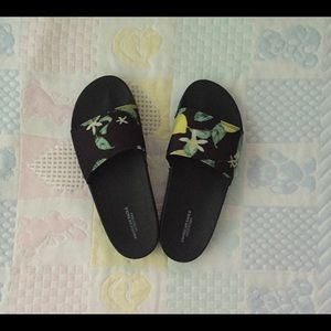 AE Outfitters Black Floral Slides